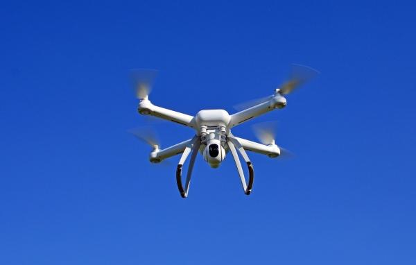 lietajúci dron