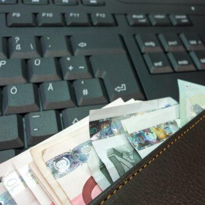 Peniaze a klávesnica