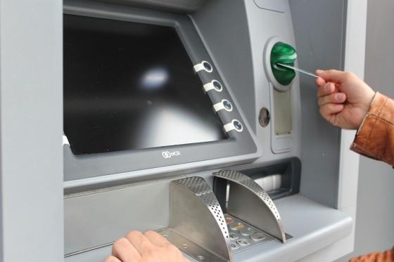 ATM bankomat a peniaze